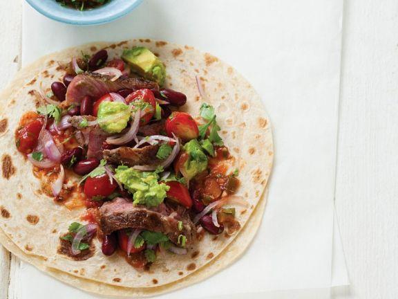 Rindfleischtortilla mit Avocado und Tomate