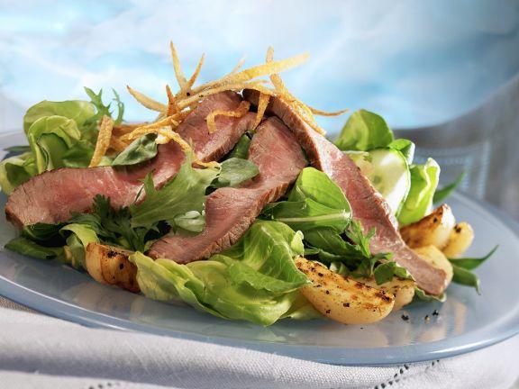 Roastbeef auf Salatbett mit Kartoffeln