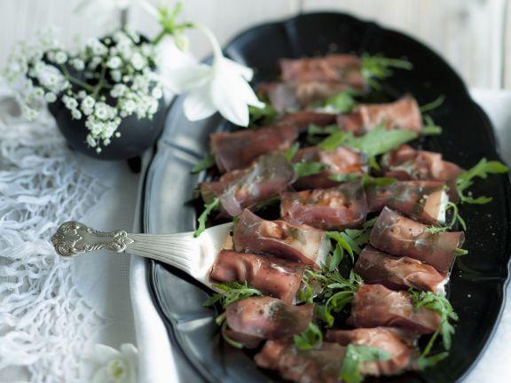 Röllchen aus Bündnerfleisch mit Büffelmozzarella