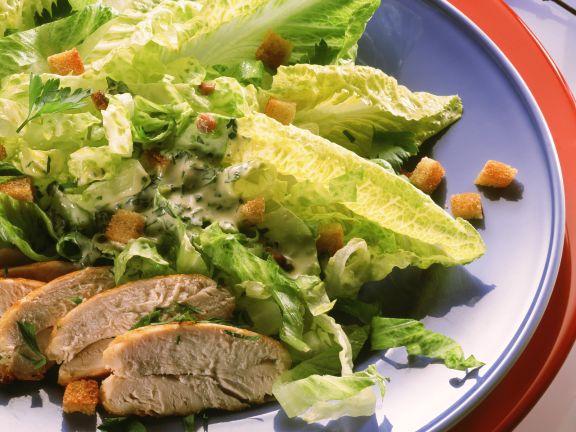 Römersalat mit Hähnchenbrust und Croutons