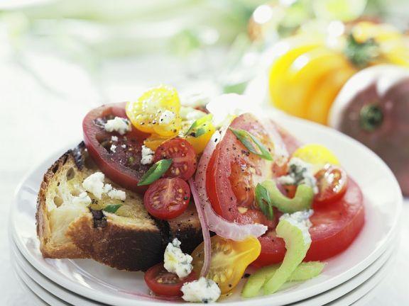 Röstbrot mit Tomatensalat
