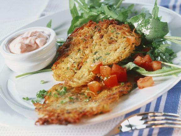 Rösti mit Tomaten und Salat