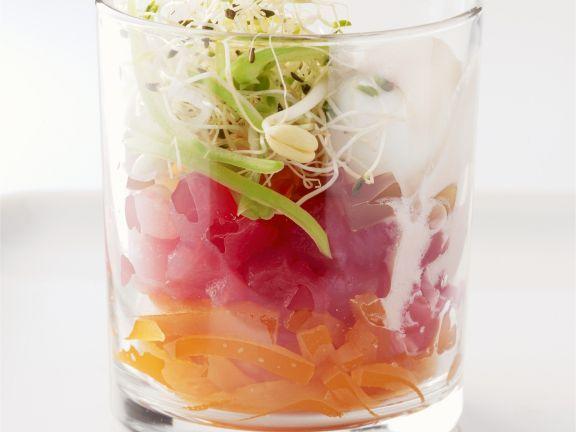 roher Thunfisch mit Gemüse