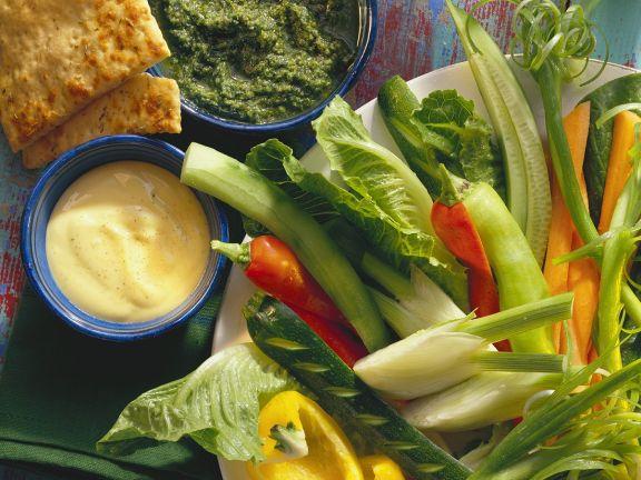 Rohkost mit Pesto und Mayonnaise