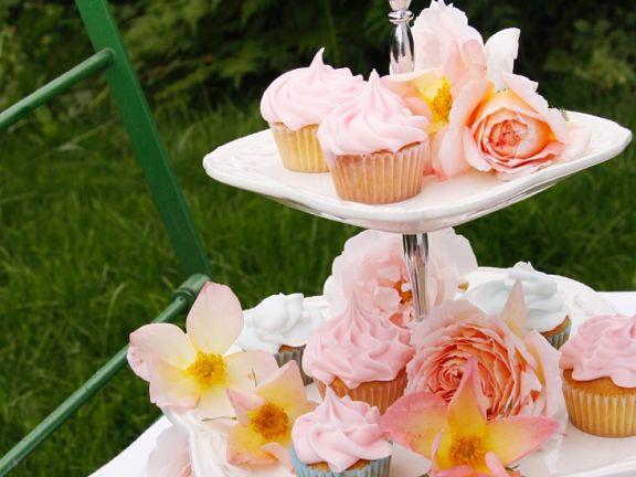 Rosen-Cupcakes mit Frosting