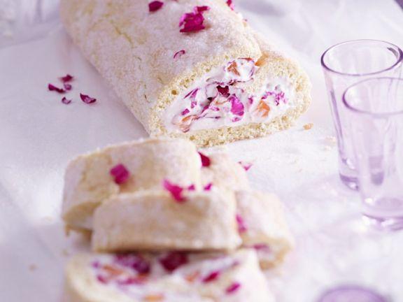 Rosenblüten-Biskuitrolle