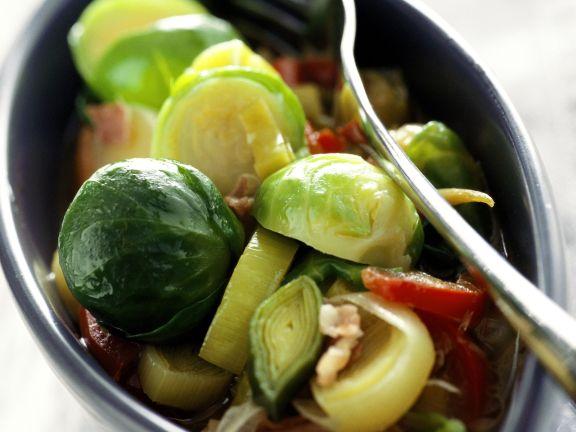Rosenkohlsalat mit Porree und Rohschinken