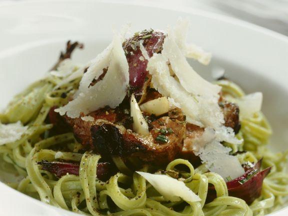 Rosmarin-Lamm mit Parmesan und grüner Pasta