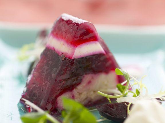 Rote Bete-Sülze mit Karpfen dazu Meerrettichcreme