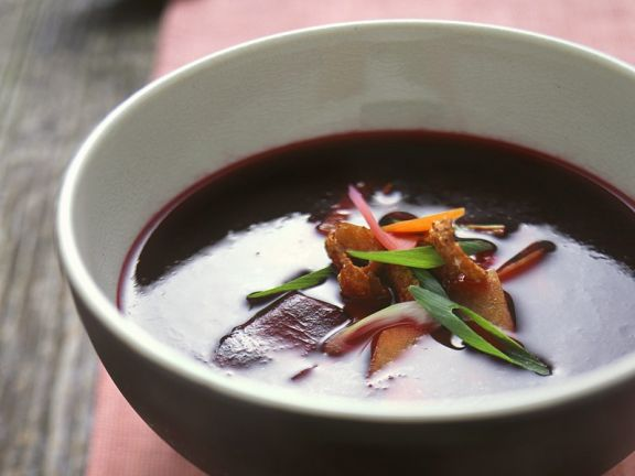 Rote Bete Suppe mit Ente