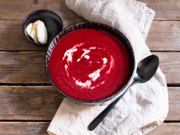Rote-Bete-Suppe mit Meerrettich und Apfel