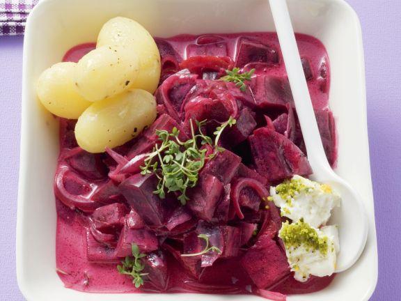 Rote Beten in fruchtiger Soße mit Feta und Kartoffeln