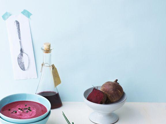 Rote-Rüben-Suppe mit Saurer Sahne