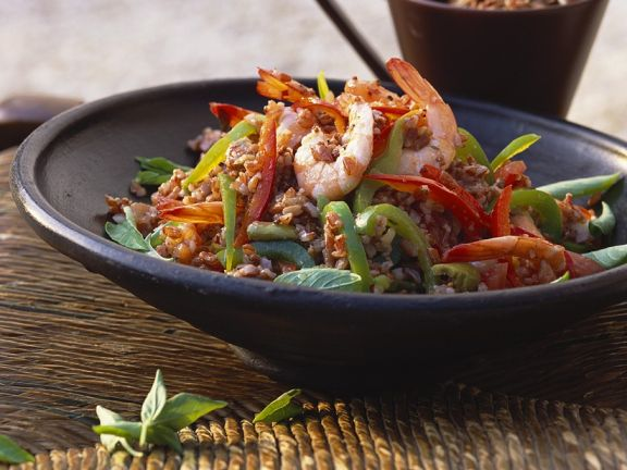 Roter Reis-Salat mit Garnelen