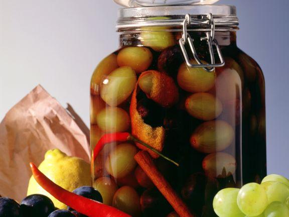 Rotwein-Grappa-Trauben mit Chili