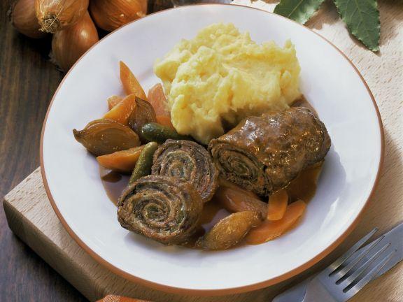 Roulade mit Kartoffelbrei und Zwiebelsoße