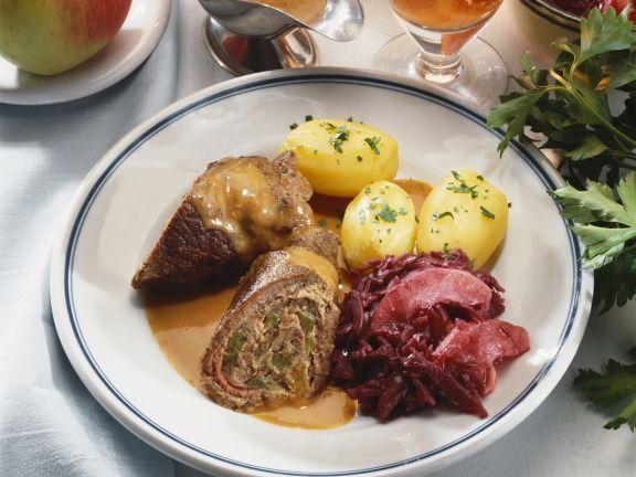 Roulade mit Rotkraut und Pellkartoffeln