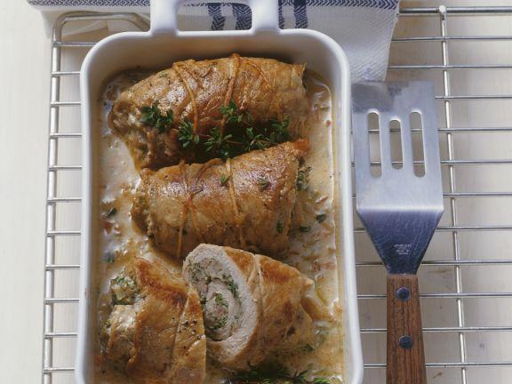 Rouladen aus Kalbsfleisch mit Kräuter-Brät-Füllung