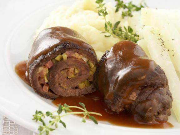 Rouladen mit Kartoffelpüree und Gemüse