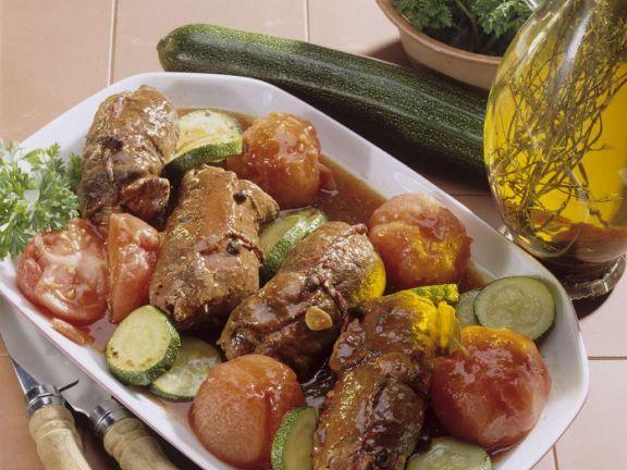 Rouladen mit Tomaten und Zucchini