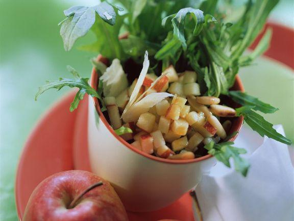 Rucolasalat mit Apfelwürfeln