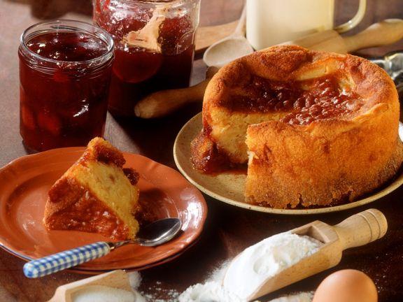 Rührkuchen mit Marmelade und Apfel