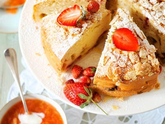Rührkuchen mit Rhabarber und Erdbeeren