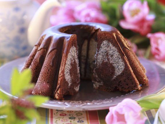 Saftig gefüllter Schokoladenkuchen
