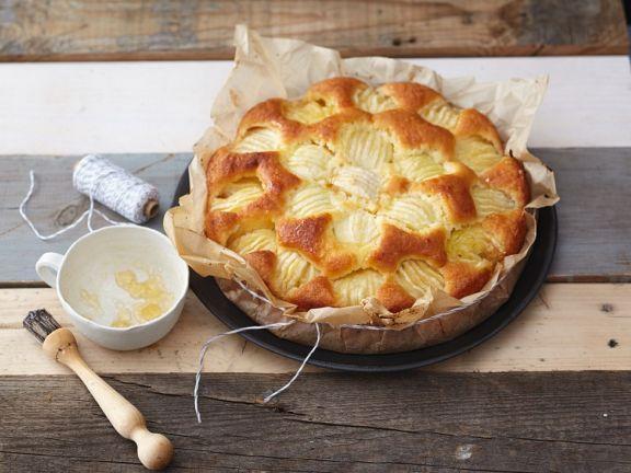 Saftiger Apfelkuchen mit Mandeln und Apfelgelee