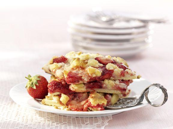 Saftiger Erdbeerblechkuchen mit Streuseln