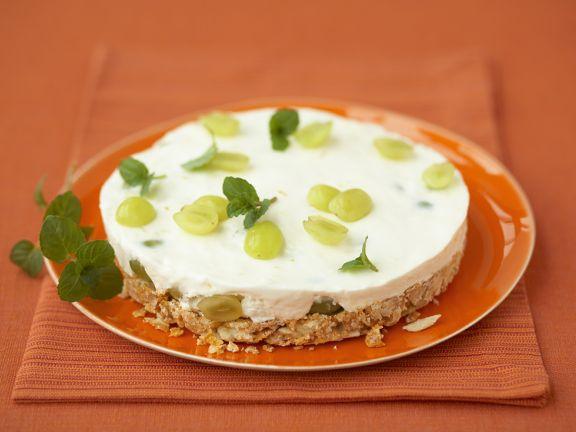 Sahne-Traubentorte mit Cornflakesboden