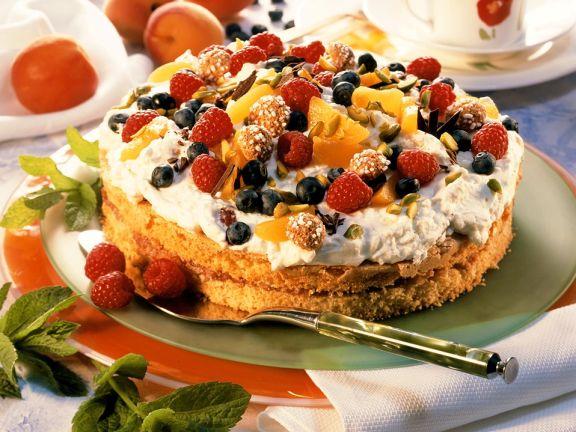 Sahnetorte mit Obst und Amaretti