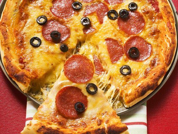 Salami-Pizza