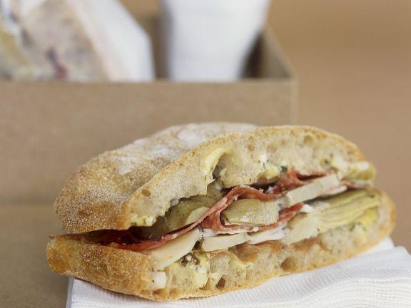 Salami-Sandwich mit Artischocken