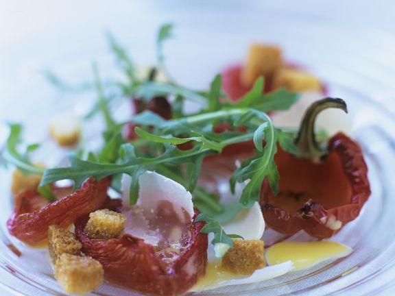 Salat aus gegrillten Paprikaschoten und Rucola