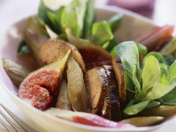 Salat aus Rapunzel, Entenleber, Feigen und Rhabarber