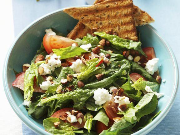 Salat aus Spinat und Ziegenfrischkäse