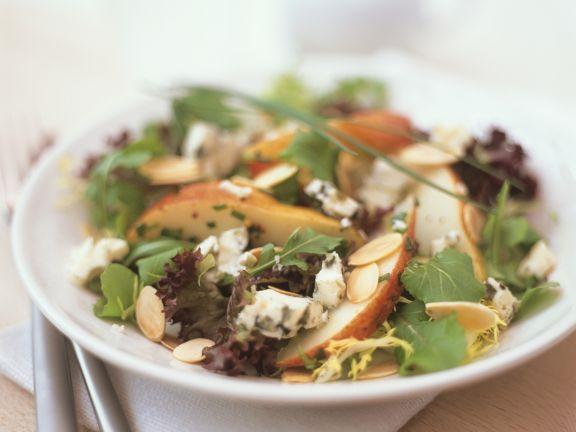 Salat mit Birnen und Blauschimmelkäse