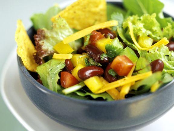 Salat mit Bohnen und Käse