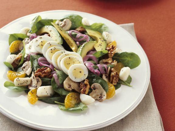 Salat mit Eiern, Orangen und Walnüssen
