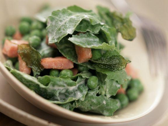 Salat mit Erbsen, Rucola und Schinken