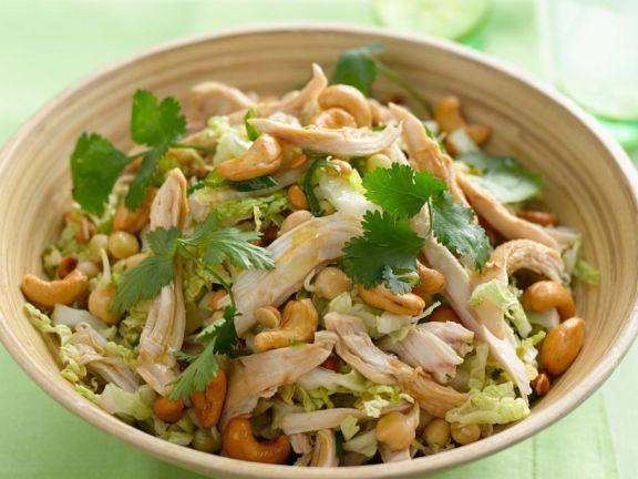 Salat mit Hähnchen, Kichererbsen und Cashewkernen
