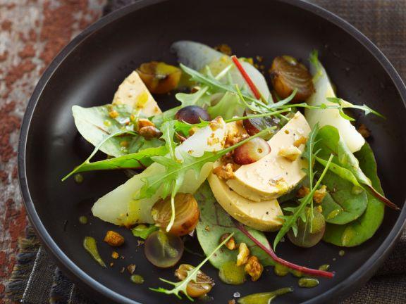 Salat mit herbstlichem Obst und Gänseleber