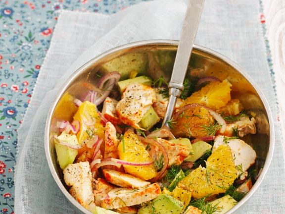 Salat mit Hühnchen, Orange und Avocado
