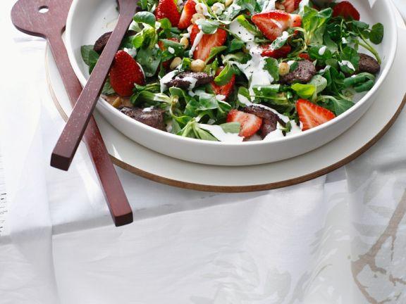 Salat mit Huhn und Erdbeeren