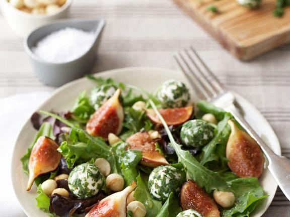 Salat mit Käse und Feigen