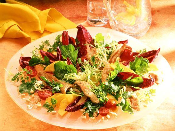 Salat mit Pute, Mango und Keimlingen
