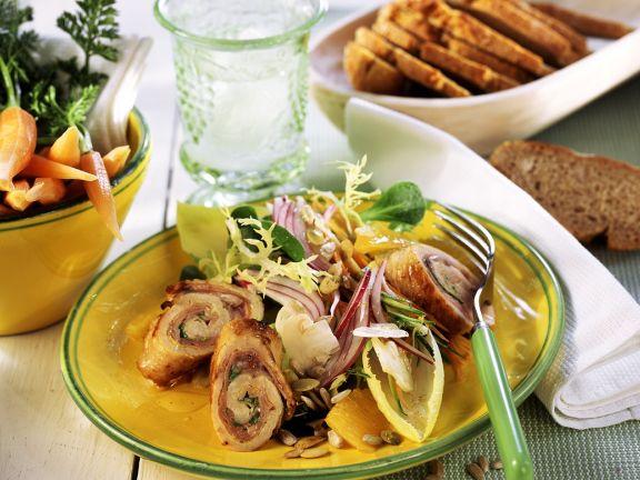 Salat mit Putenrouladen
