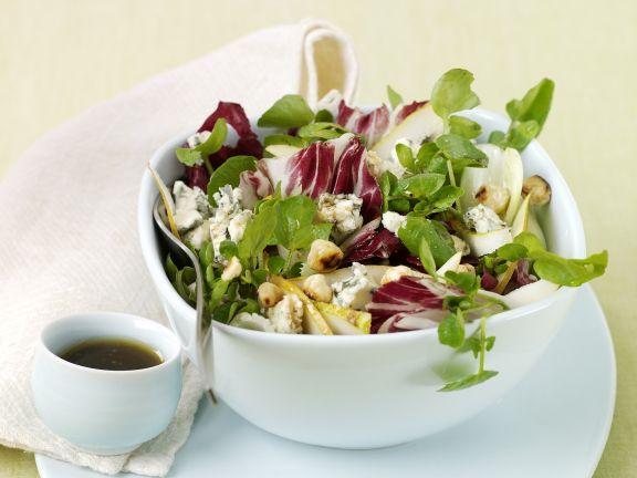 Salat mit Radicchio, Wasserkresse und Birne