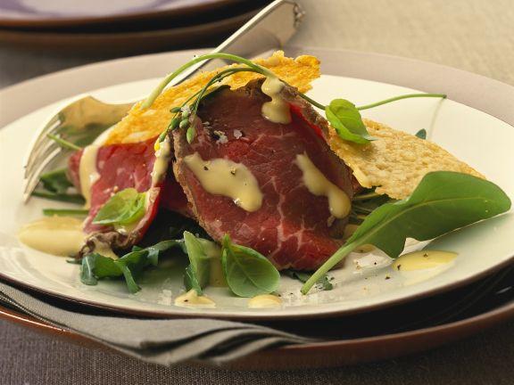 Salat mit Roastbeef und Parmesantalern